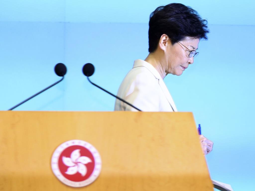 辞めたくても辞められない香港行政長官