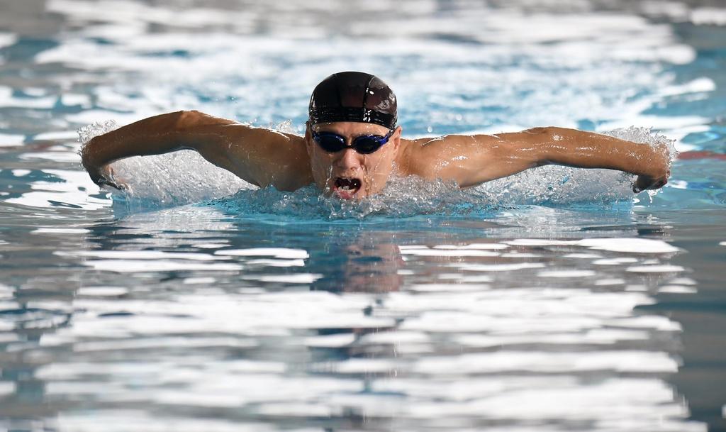 今も泳ぎ続ける77歳、1964年東京五輪公式ポスターモデル