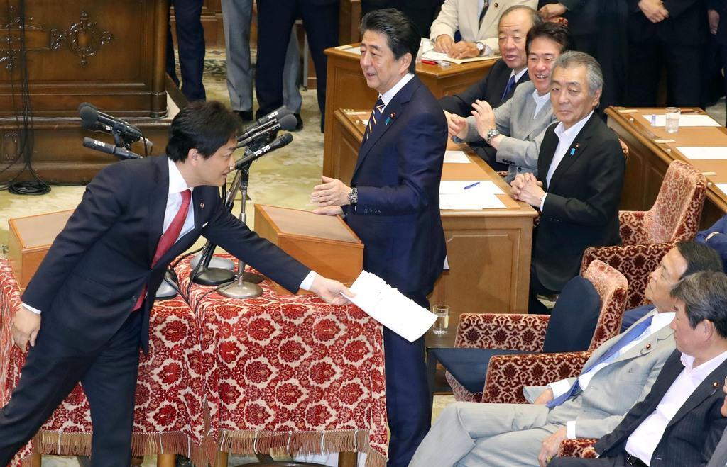 「老後2千万円」意外な商機 撤回も資産形成に関心